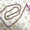 「二重鎖編み」で紐を編んでおります