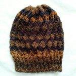 スパイラル編みニット帽完成いたしました~ なるほど、ナナメになっています。