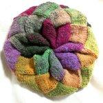 フラワーガーデンのバスケット編み帽がひとまず完成しました!