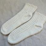 ニットマルシェのアラン風靴下完成しました!長かった!