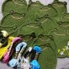 今日の編み物は、カエルのコースターの刺繍とリストバンドです