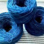 今日はチクチク、刺し子の日!藍染めの手染め糸で刺し子をするよ♪