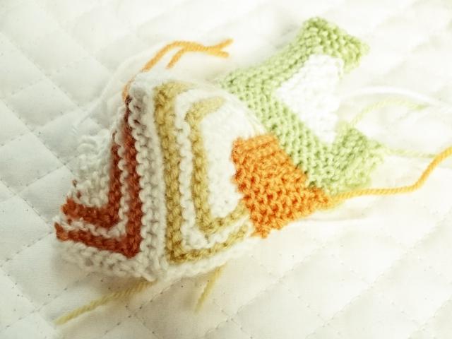 ドミノ編みの袋物試作品