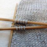 今日は「ミトン」を編む練習をしてみた。