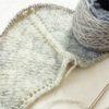 ウイスターミックスロールで編む三角ショール(2):ようやくグレー色が見えてきました♪