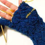 暮しの手帖(91号)の葉っぱ模様の手袋(4):お待ちかね!指パーツを編んでいます♪