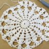 『パイナップルレース編みの小さなドイリー』A (2):中心の模様が編めましたよ