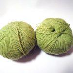 カエルのガマグチマスコット(2):さて、どの糸で編もうかな?