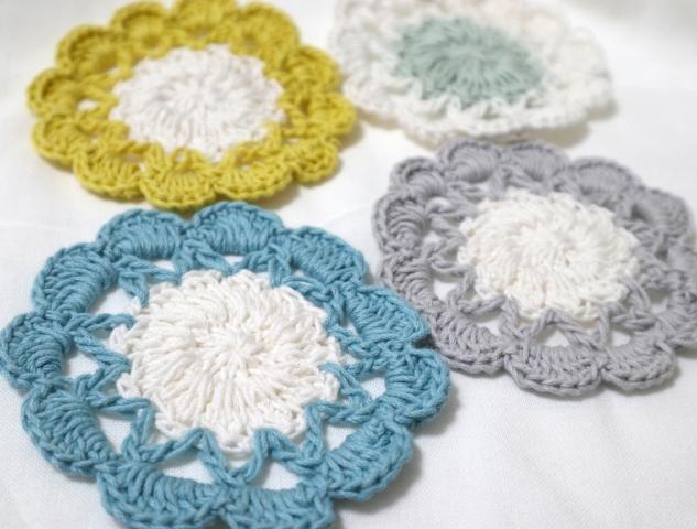 お花の手編みコースター