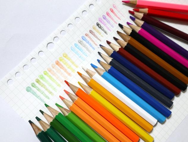 ダイソーの24色入り色鉛筆