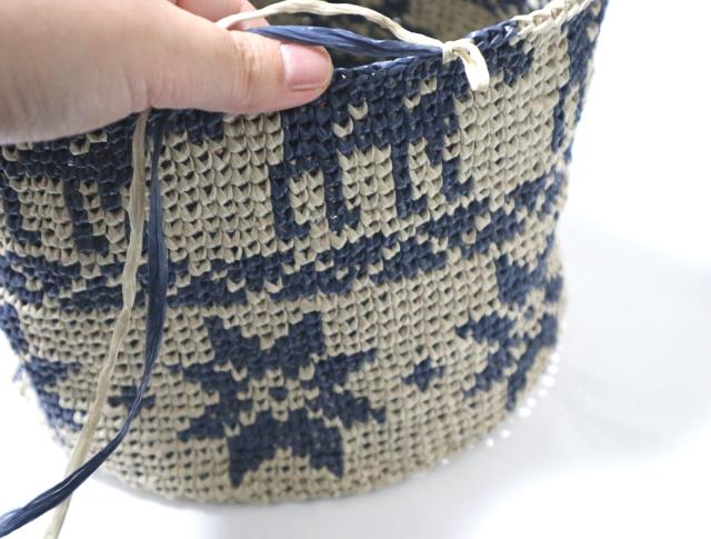 メリヤスこま編みのバッグ